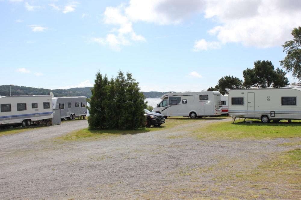Bilde av bobiler og campingvogner.